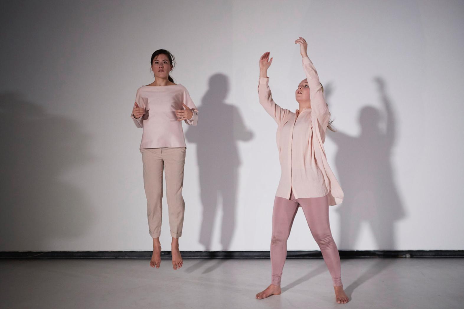 Foto acca melbourne ada juga yang menyebut performance art sebagai body