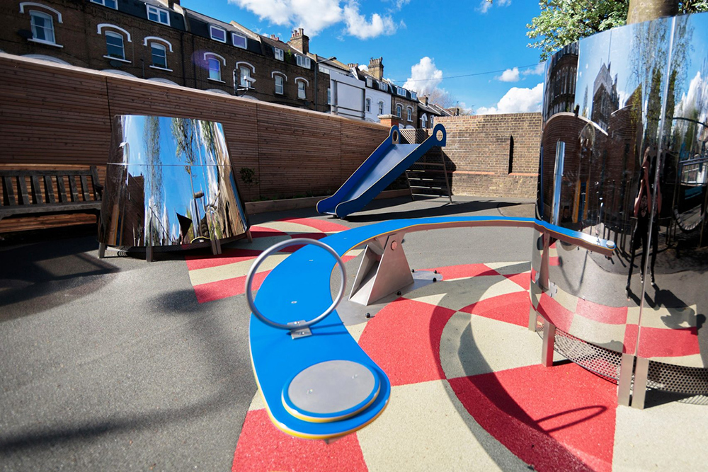 Unit Lab Membuat Taman Bermain Anamorfik untuk Sebuah ...